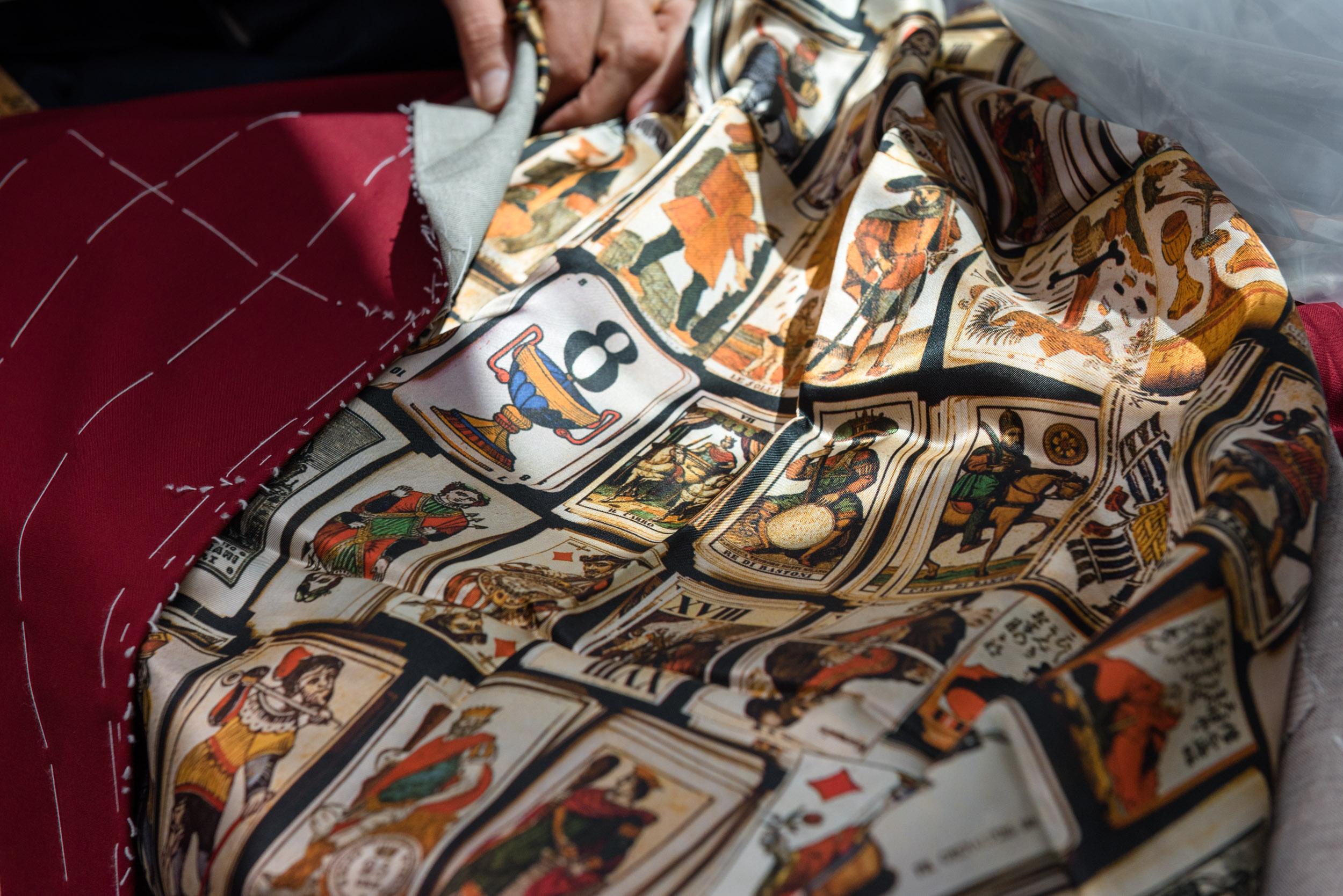 6 - Fodera interna giacca raffigurante le carte da tarocchi
